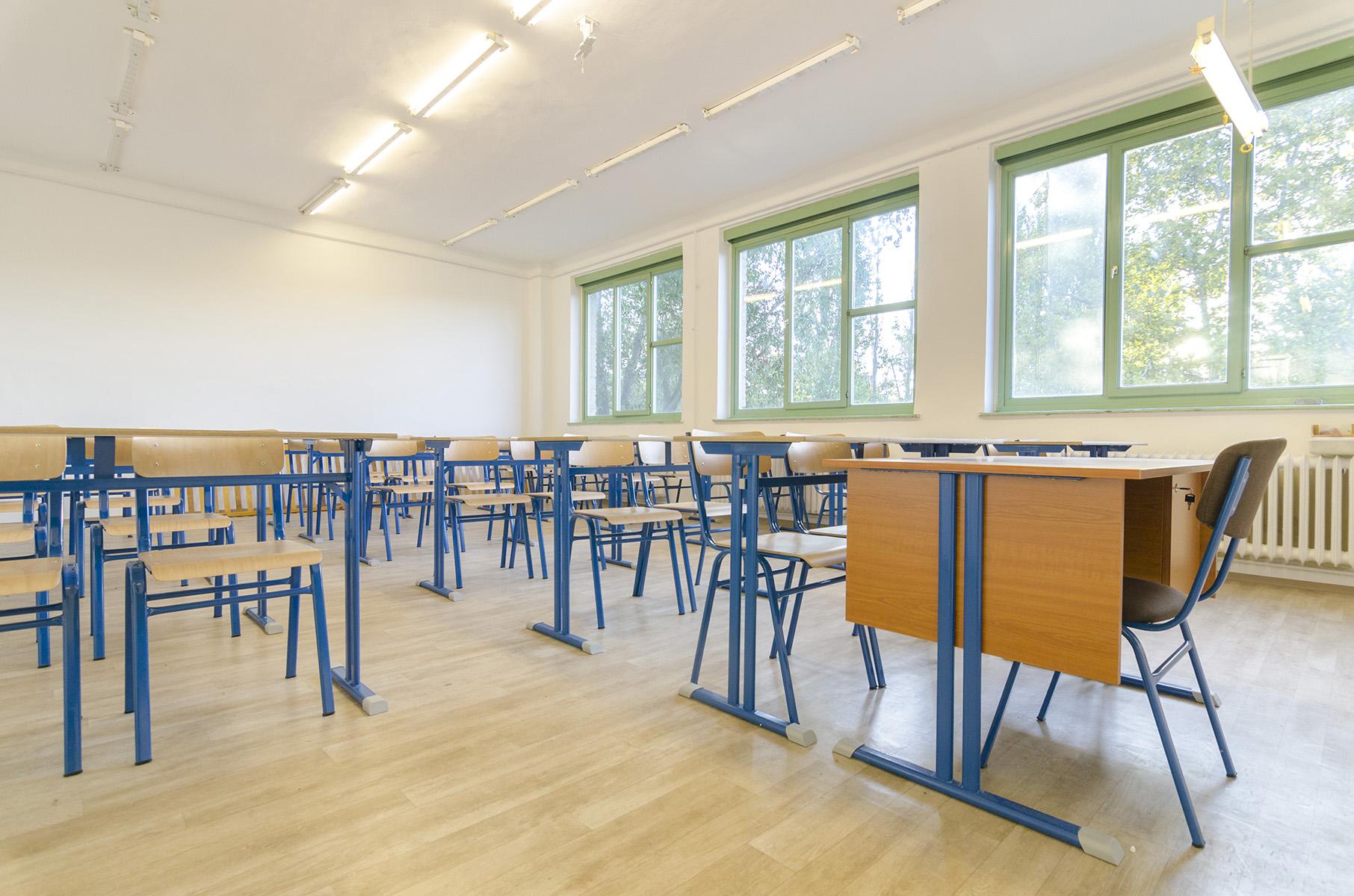 Fix magasságú tanulószék és tanulóasztal
