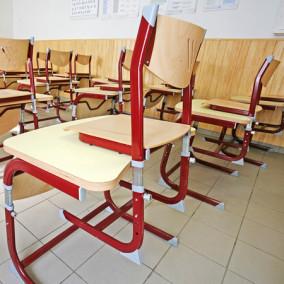 Állítható magasságú tanulószékek és tanulóasztalok