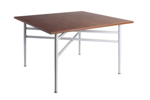 Hektor_negyzetasztal